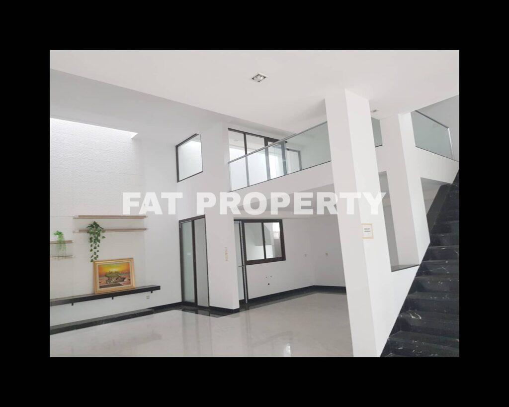 Dijual rumah baru mewah bagus hadap taman di Taman Permata Buana di cluster baru,Jl Pulau Panggang,Jakarta Barat.