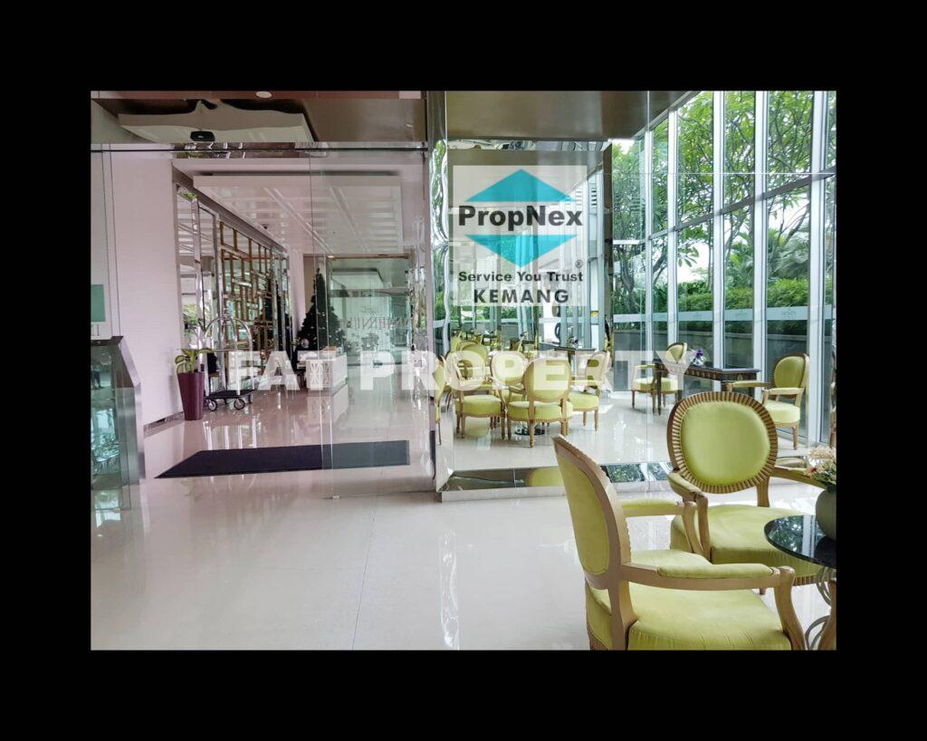Super Penthouse satu lantai sendiri di Kemang Village harga miring!