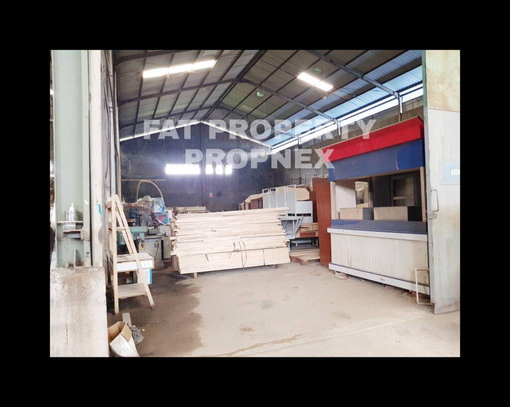 Dijual pabrik fabrikasi baja/metal dan kayu di Cileungsi,Bogor.