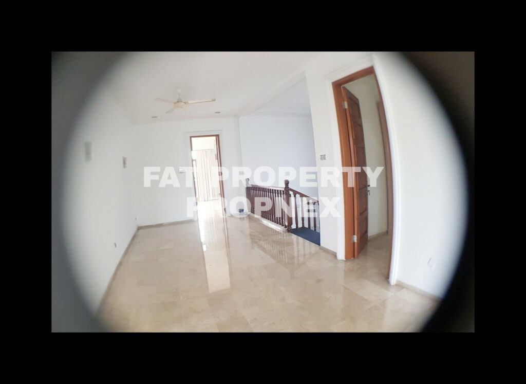 Dijual rumah mewah sangat terawat dengan swimming pool di Pondok Indah,Jakarta Selatan.