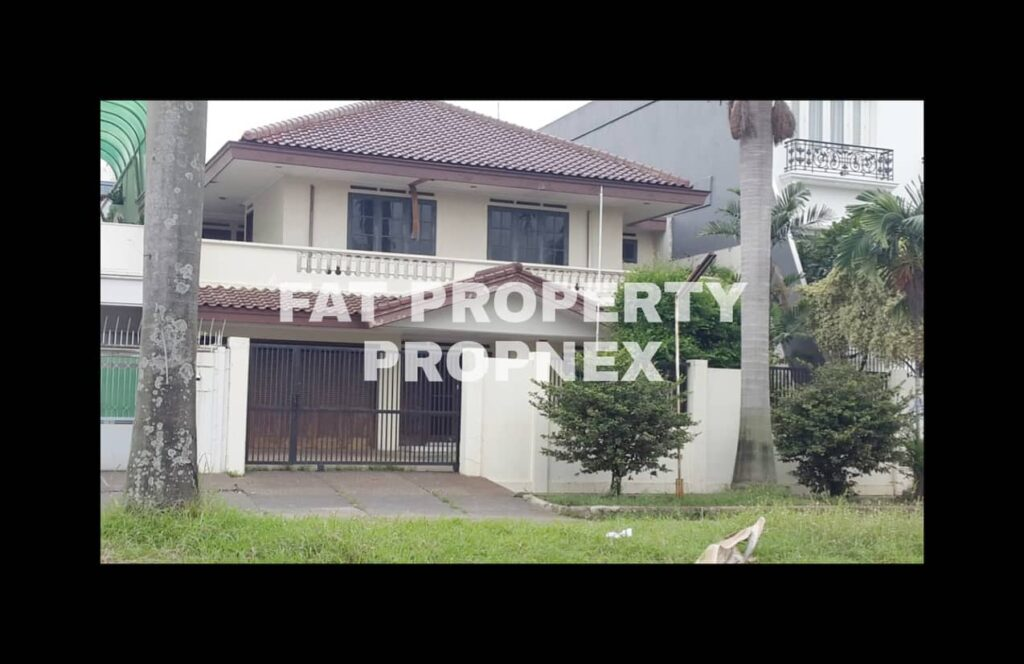 Dijual rumah tua di komplek elit para pengusaha di Taman Kebon Jeruk Intercon Blok J,Jakarta Barat.