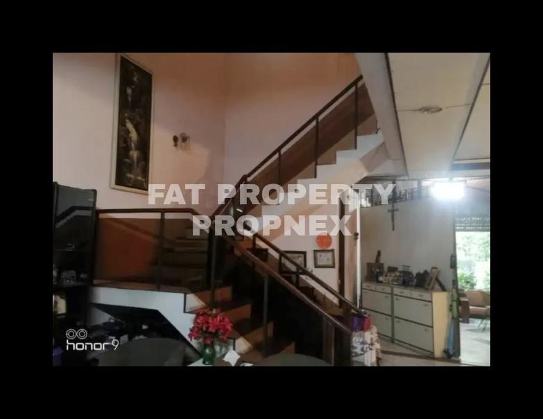Dijual rumah di Puri Indah Blok F.