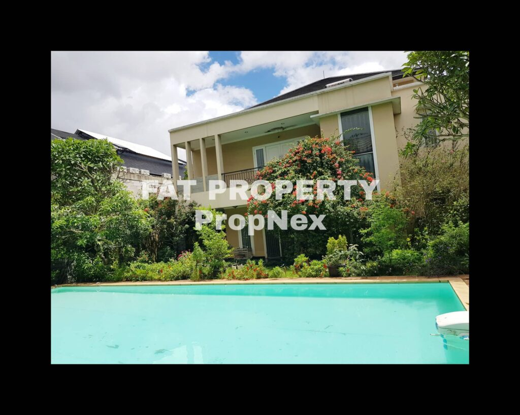 Dijual rumah mewah dgn swimming pool di Lippo Karawaci Barat.