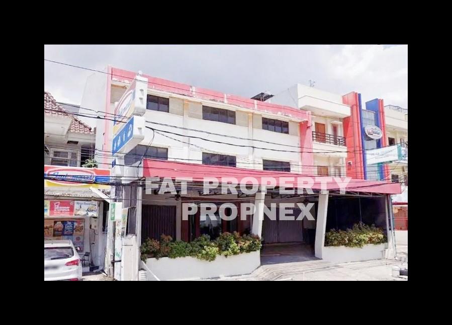Dijual 3 Ruko gandeng di Jalan Boulevard Taman Ratu, Jakarta Barat.