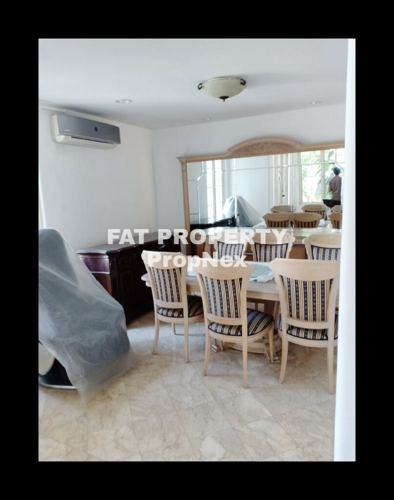 Dijual rumah mewah dgn kolam renang di Jl Boulevard Palem Raya ,Lippo Karawaci.